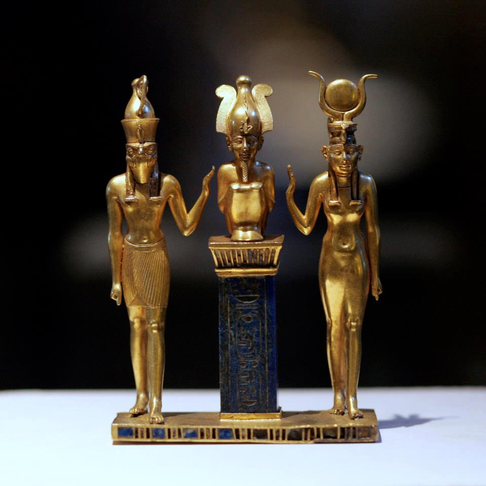 The divine couple Aisata/Asaase/Aisitu on the right side and her husband Usire/Osoro/Awzaar in the middle. Their son Horo/Horus is on the left side of the picture.