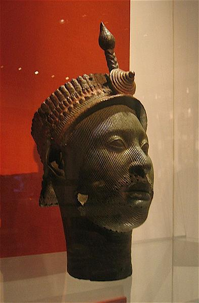 Sculpture of a Yoruba king (present Nigeria) with a snake on the forehead, similar to the uraeus on the pharaoh's military helmet