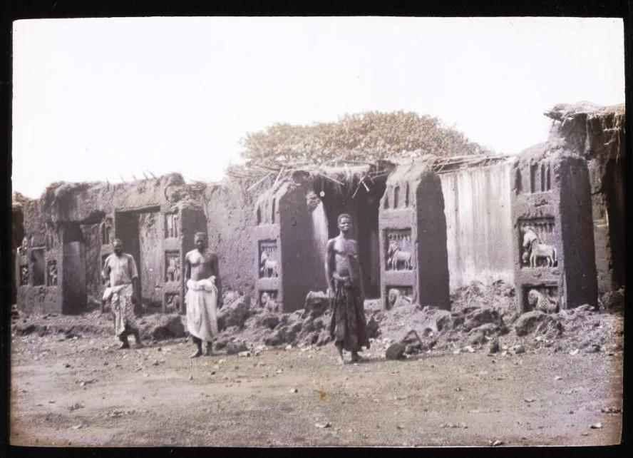 There was probably a caste of builders of palace, like everywhere else in Africa (black owned territories). Let's remind that Africa has never been slave driver