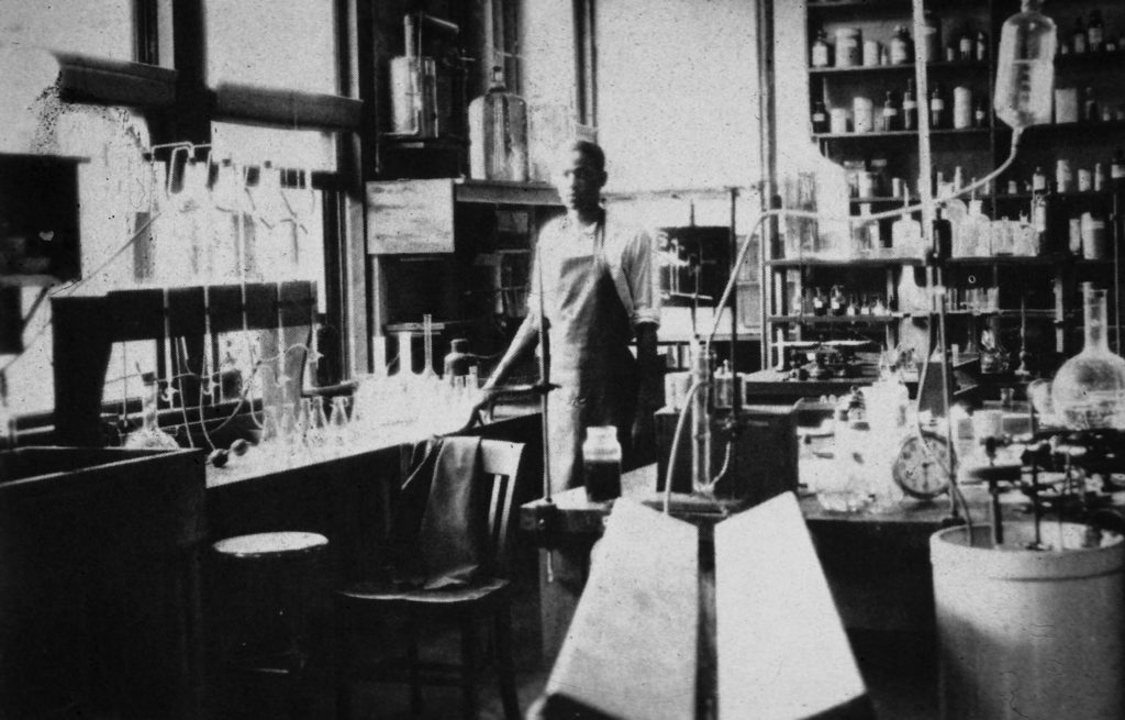 Vivien Thomas at his laboratery in Vanderbilt Source : Vandervilt University