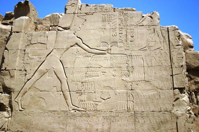 Djehouty-Messou écrasant ses enemis Gravure du temple de Karnak