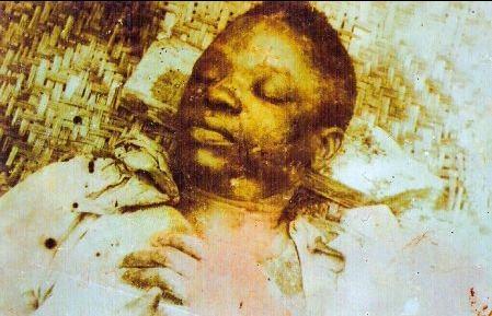 Image rare de la dépouille d'Um Nyobe