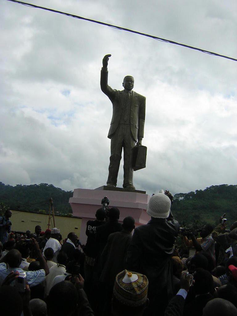 Statue of Um Nyobe in Eseka