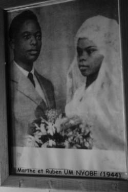 Um Nyobe lors de son mariage avec sa veuve Marthe Il a ici 31 ans