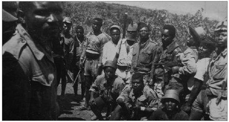 Les combattants sous la direction de Paul Momo en haut à droite Paul Momo fut tué