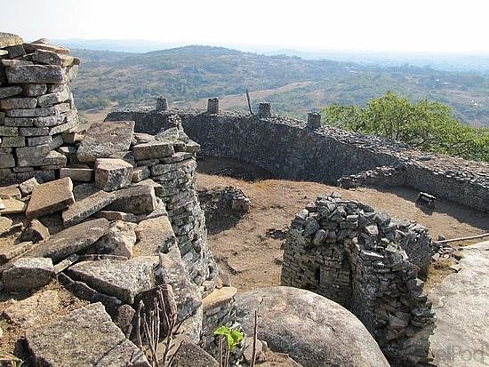 3-great-zimbabwe-ruins-masvingo-monomotapa