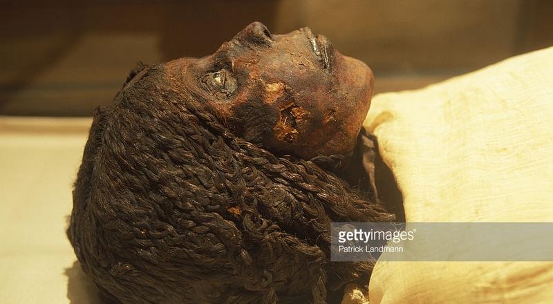 La princesse Ndjemt, fille du pharaon Ramessou Kha-m-Ouaset (Ramsès XI). Son père fut le dernier pharaon des grandes dynasties égyptiennes, vers 1080 avant JC. Comme vous pouvez le voir, elle fut indiscutablement africaine.